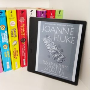 Raspberry Danish Murder by Joanne Fluke